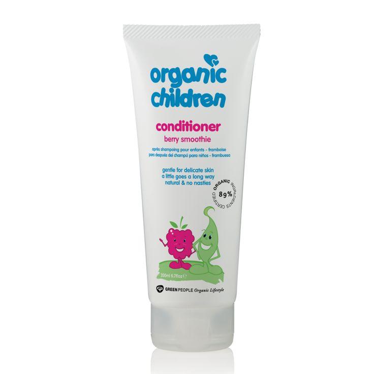 Αγνό παιδικό μαλακτικό μαλλιών με 92% πιστοποιημένα βιολογικά συστατικά, χωρίς βλαβερές ουσίες, με φυσικό απαλό άρωμα φράουλας.