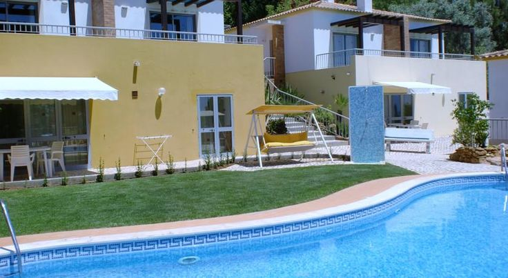 Quinta dos Caracois Lagos Quinta dos Caracóis features panoramic views overlooking the Bay of Lagos and Praia da Luz. It offers an outdoor pool and apartments with a well-equipped kitchen and a furnished balcony.