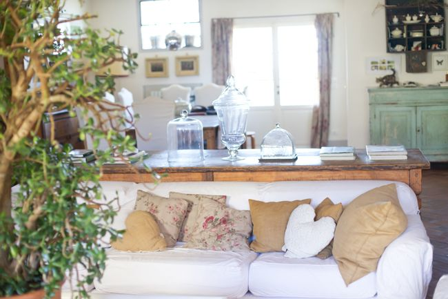 Decor # Living room # country chic # pillows # B&B Cà Bianca dell'Abbadessa Bologna - ITALY #