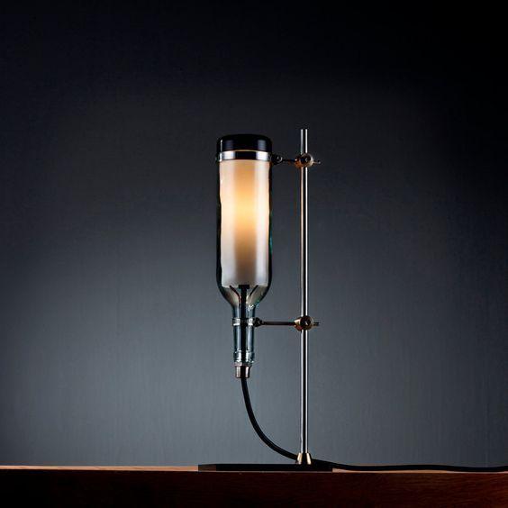 연구소 : 에디터 선택에 존 멩으로 업 사이클 와인 병 테이블 램프.  에디터 선택을 통해 $ 179.00, :