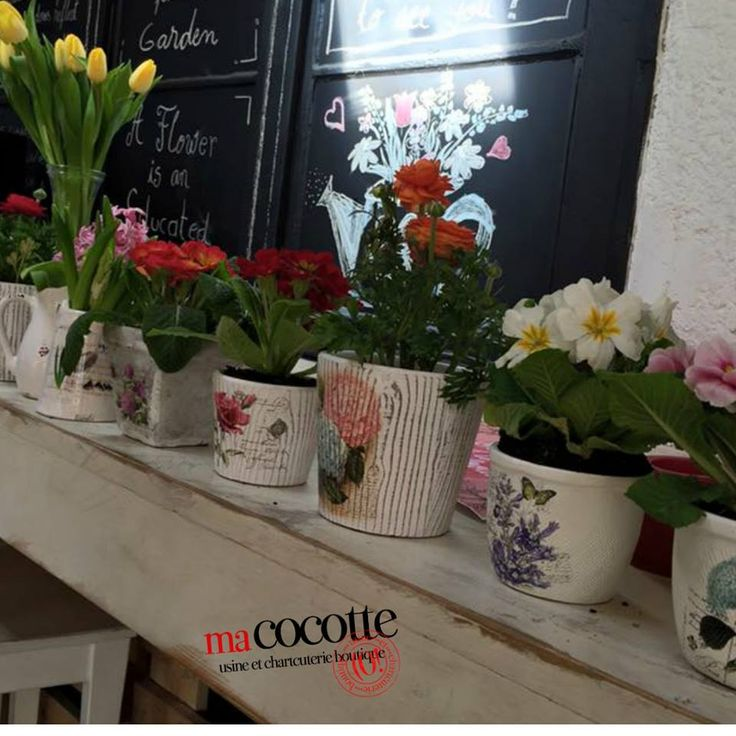 """Flowers always make people better, happier, and more helpful; they are sunshine, food and medicine for the soul. ~~Luther Burbank"" Bistro Ma Cocotte. Brasov. Flowers. Soul. Comfort. Memorable times."