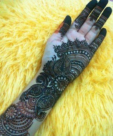 Intricate Arabic mehendi design