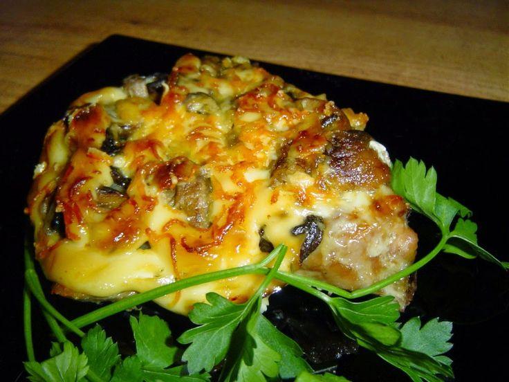 Самые вкусные рецепты: Свиные отбивные, запеченные с грибами
