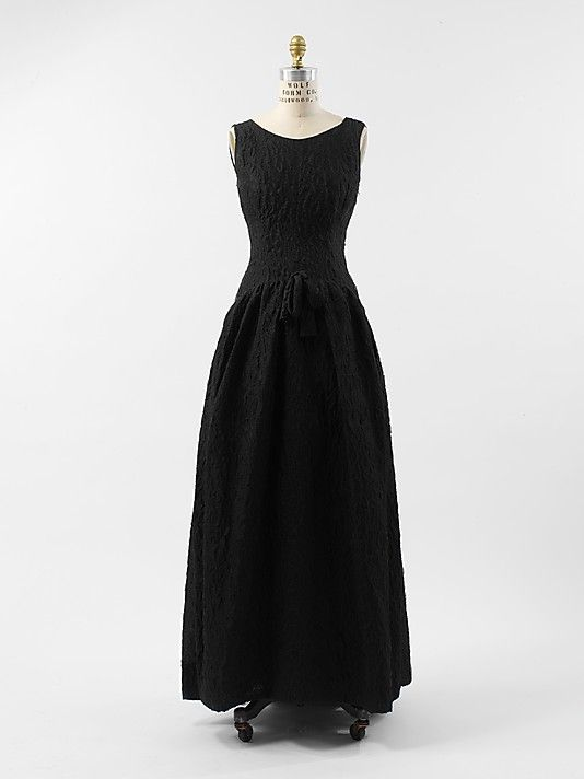 Evening Dress, Cristobal Balenciaga (Spanish, 1895–1972) for the House of Balenciaga (French, founded 1937): ca. 1962, French, silk.