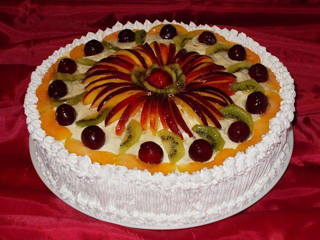 Bunătăţi din bucătăria Gicuței: Tort Diplomat cu fructe