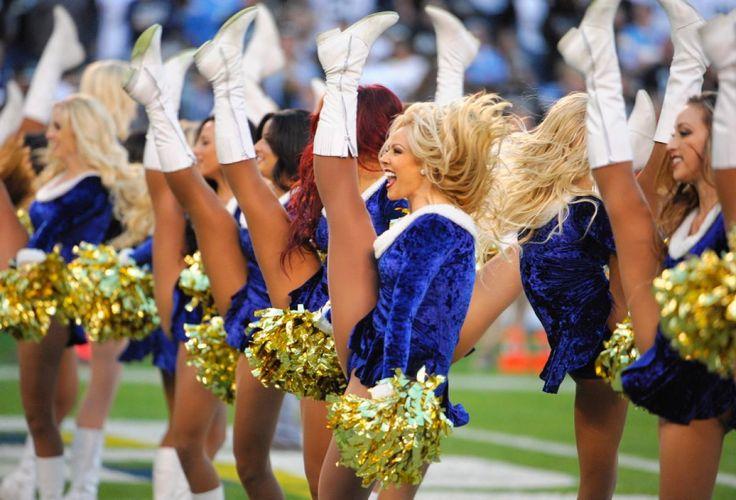 Nfl Cheerleaders Spread Holiday Cheer In Week 16 Photos