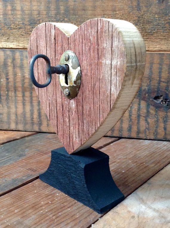 Rustic Heart (Red) w/ Vintage Key, Barnwood, Home Country Style, Shelf Decor, Barnwood Accent