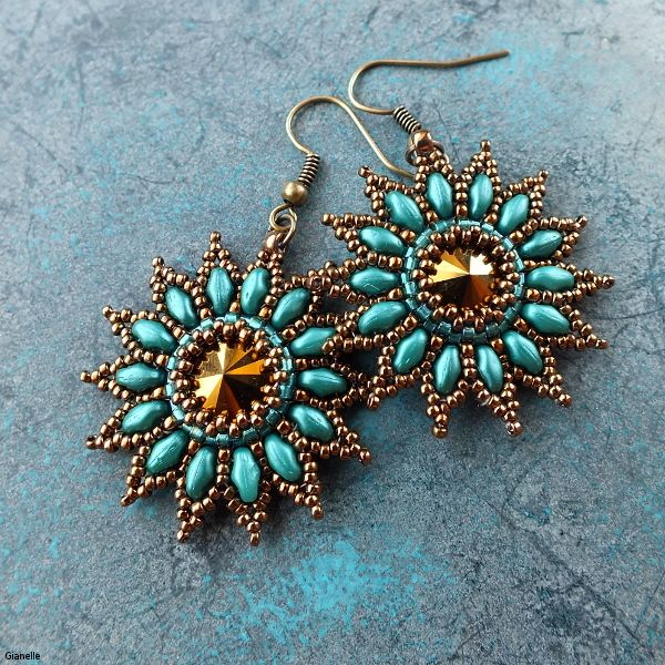 Nela Kabelova. beads 11/0 - 15/0, Superduo, rivoli 10 mm. http://gianelle.beadforum.cz/courses/sunflower_c.php