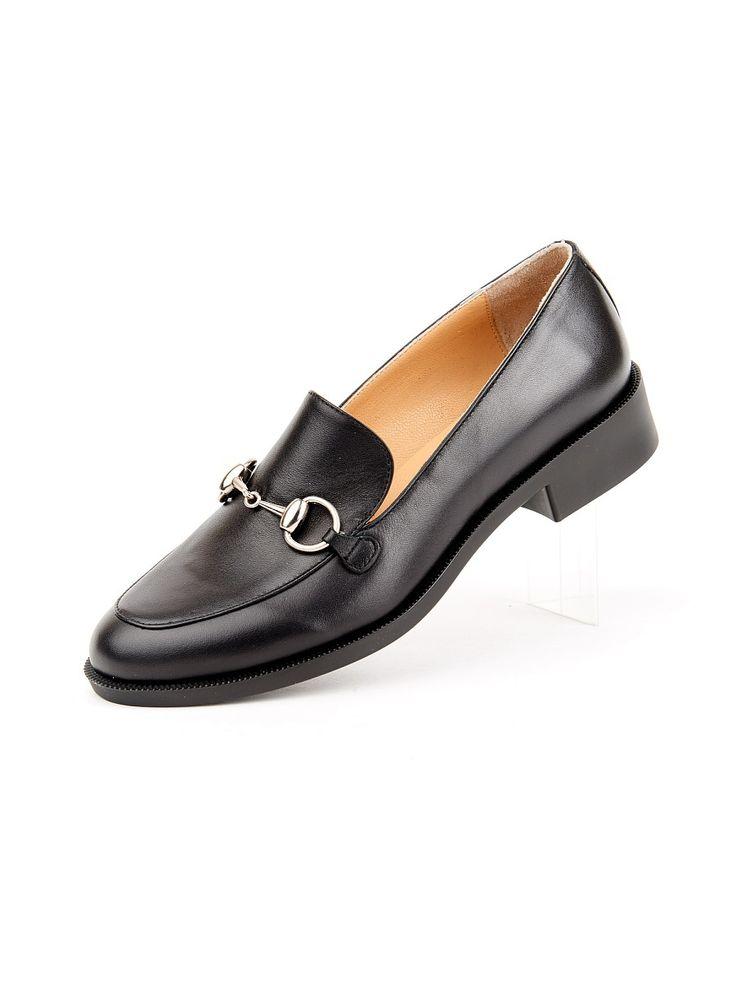 Стиль одежды унисекс очень практичен. Современные девушки ведут очень активный образ жизни, поэтому они стараются выбирать для повседневной жизни удобную обувь, оставляя туфли на шпильках только для особых случаев и романтических свиданий. Одним из вариантов практичной обуви в стиле унисекс являются именно эти туфли.Модель выполненна из натуральной кожи,подкладка натуральная кожа.На подъеме украшение в виде декоротивной металлической серебристой пряжки. Стилисты рекомендуют носить женские…