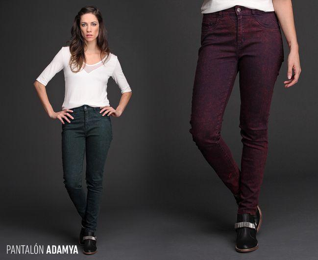El pantalón chupín Adamya, teñido con un exclusivo estilo batic, responde a las últimas #tendencias y aporta color y textura a tu look.