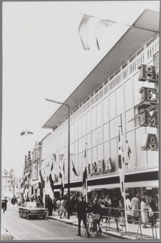 Feestelijke opening van de HEMA aan de Utrechtsestraat 16.