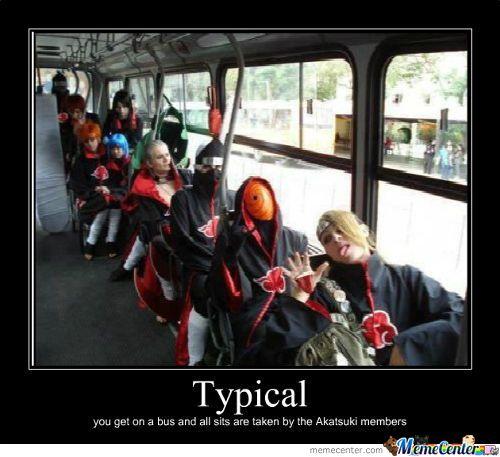 Típico, te subes al bus y todas las sillas están ocupadas por los miembros de Akatsuki 😁😁