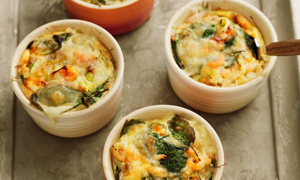 Krämig omelett i portionsform med jordärtskocka, spenat och räkor. Frittatan är smaksatt med salladslök, Skaldjursfond, dill och västerbottensost.
