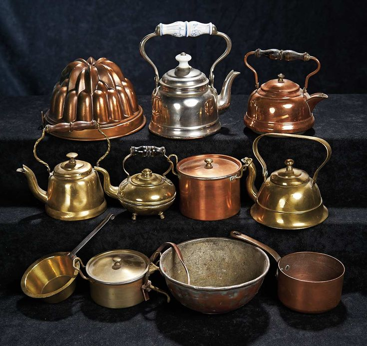 Collection of toy kitchenware in copper, brass, and silver-colored metal, late 19th century.