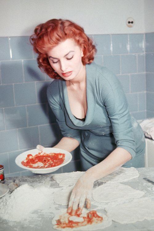 Sophia Loren making pizza, circa 1950s. (a redhead!)