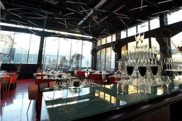 Sala con bancone bar. Зал со стойкой бара