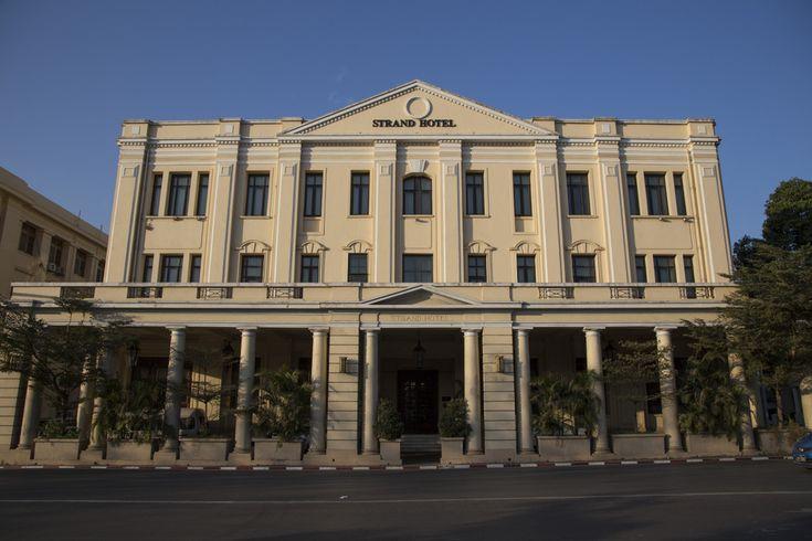 Visite du plus connu des hôtels de luxe de Rangoon : le Strand Hotel, un hôtel de charme à l'histoire riche situé directement sur Strand Road.