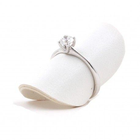 Te gusta?! Este anillo está hecho en oro blanco de 18 kilates con un diamante de 0,19kts. alicante joyeria marga mira | anillos de compromiso diamante | anillos de compromiso precio | anillos de compromiso alicante | anillos de compromiso oro blanco | joyeriamargamira.com/content/10-anillos-compromiso-alicante | #joyerias #alicante #anillos #wedding #ring #gold #oro #alacant #costablanca #jewellery #diamonds #style #luxury # bodas | https://goo.gl/B7Svro