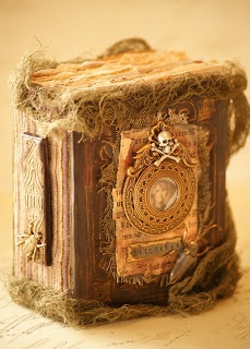 Saimba: Spooky Halloween Book No 3. The more time I spend on Pinterest the more I realise that I have amazingly creative friends...