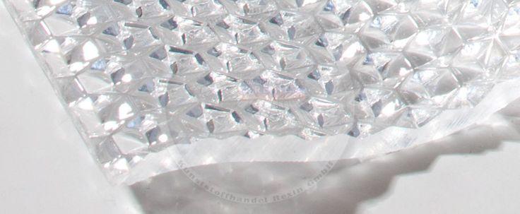 Wellplatten mit Wabenstruktur - diese robusten, optisch eleganten Polycarbonatplatten eignen sich bestens für das Terrassendach oder den Carport. Hier finden Sie weitere Infos: https://blog.rexin-shop.de/2016/02/polycarbonat-wellplatten-7618-wabe/