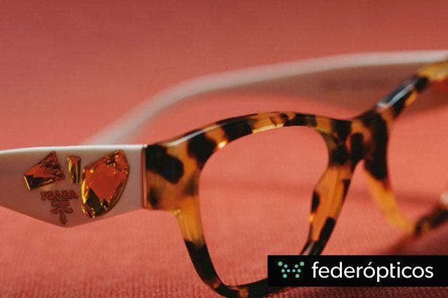 Gafa print con incrustaciones de piedra #Federopticos #Prada #moda #glasses #tendencias #eyewear