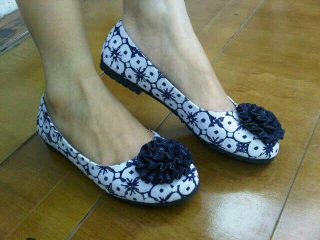 Amara Batik Kawung   #SepatuBatik #BatikShoes #FlatBatikIndonesia #BatikIndonesia #madeinindonesia #outfitoftheday #HandmadeShoes #TokoRayyasti #BatikKawung #BatikMadura #BatikJumputan #BatikGarutan #BatikParang