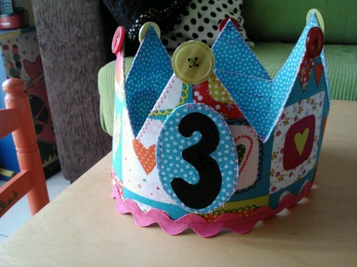 Corona aniversari Ona feta amb un kit de la botiga Tela Marinera de Vic.