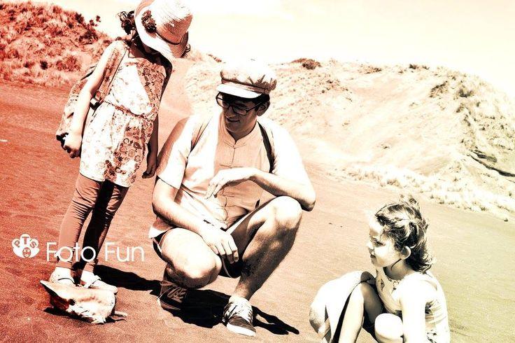 Ignasi and the girls in Kahia beach
