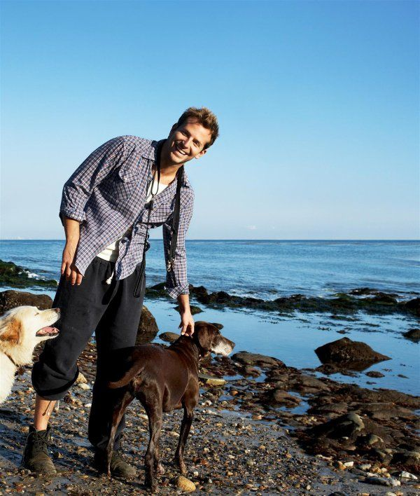 Bradley Cooper and dogs