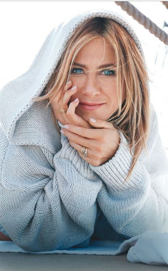 Who made Jennifer Aniston's gold jewelry and gray hooded sweater? | OutfitID