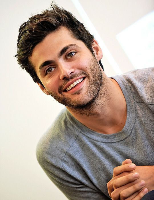 Matthew Daddario is so handsome