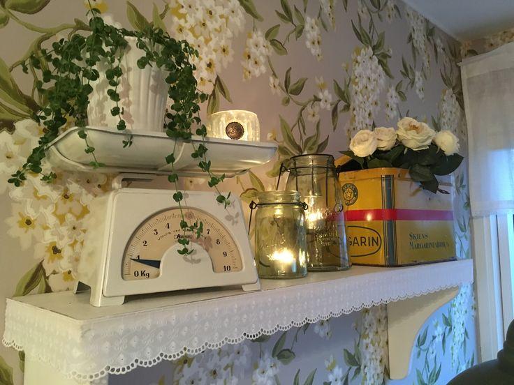 Gammel kjøkkenvekt og margarinkasse