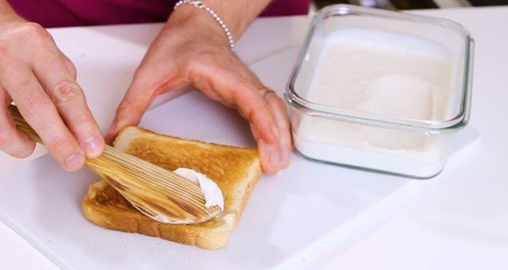Så här enkelt gör du ditt eget mjölkfria margarin. Fyra ingredienser och det är klart på en minut.