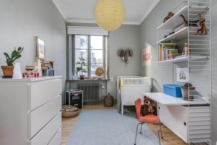 Hela lägenheten är renoverad med en genomgående stil