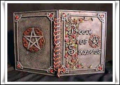 Las Revelaciones del Tarot: El Book Of Shadows o Libro de las Sombras -