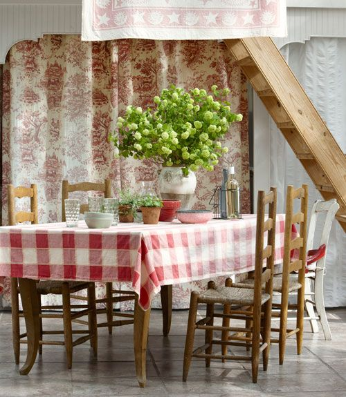 19 best images about farmhouse living on pinterest for Country living dining room ideas