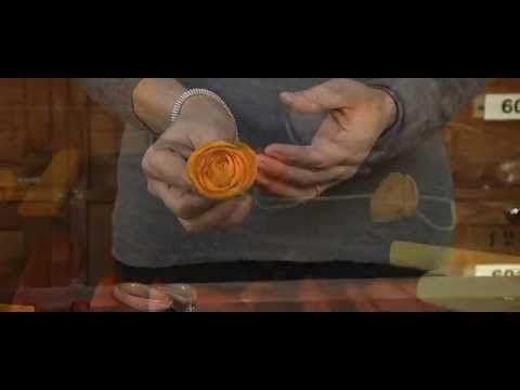 ▶ Fiori di carta crespa - Crepe paper flowers: Ranuncolo / Buttercup by Cartotecnica Rossi - YouTube