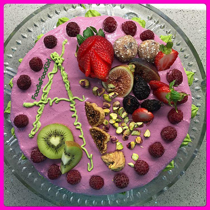 RAW Raspberry & Spinach Birthday Cake with RAW Decorations. #raw #rawcake #foodporn #foodart #rawporn