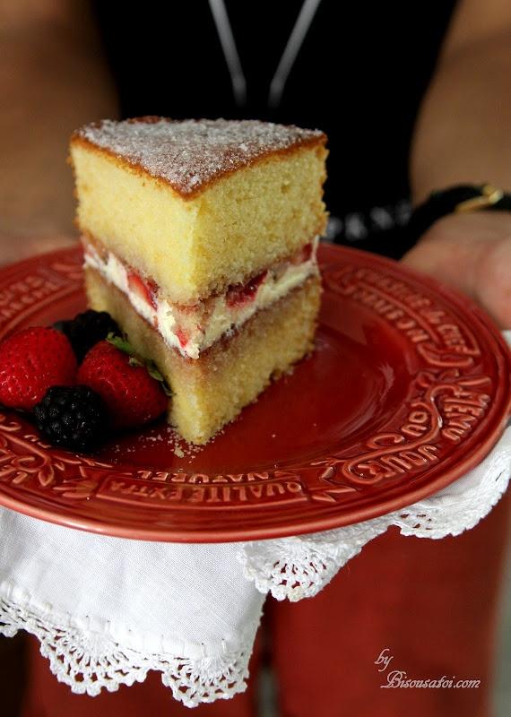 IL CLASSIC VICTORIA SANDWICH CAKE