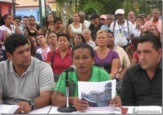 Vecinos de Petare se pronuncian para desmentir ataques a instituciones públicas - http://www.leanoticias.com/2013/04/24/vecinos-de-petare-se-pronuncian-para-desmentir-ataques-a-instituciones-publicas/
