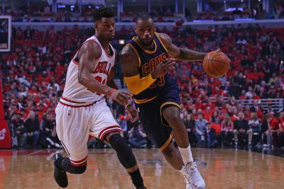 NBA playoff scores 2015: Cavaliers win on LeBron James buzzer-beater, Clippers beat up Rockets