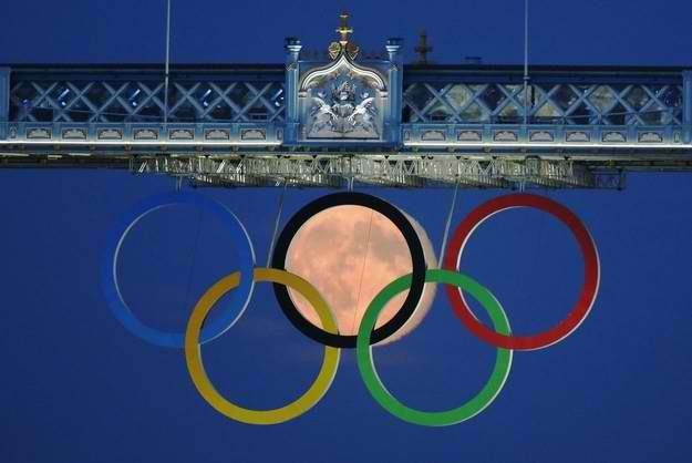 Olympic Rings and a full moon on the London Bridge - August 3, 2012.: Olympic 2012, London 2012, Towers Bridges London, Full Moon, Olympic Rings, 2012 Olympic, Olympic Games, London Bridges, The Moon