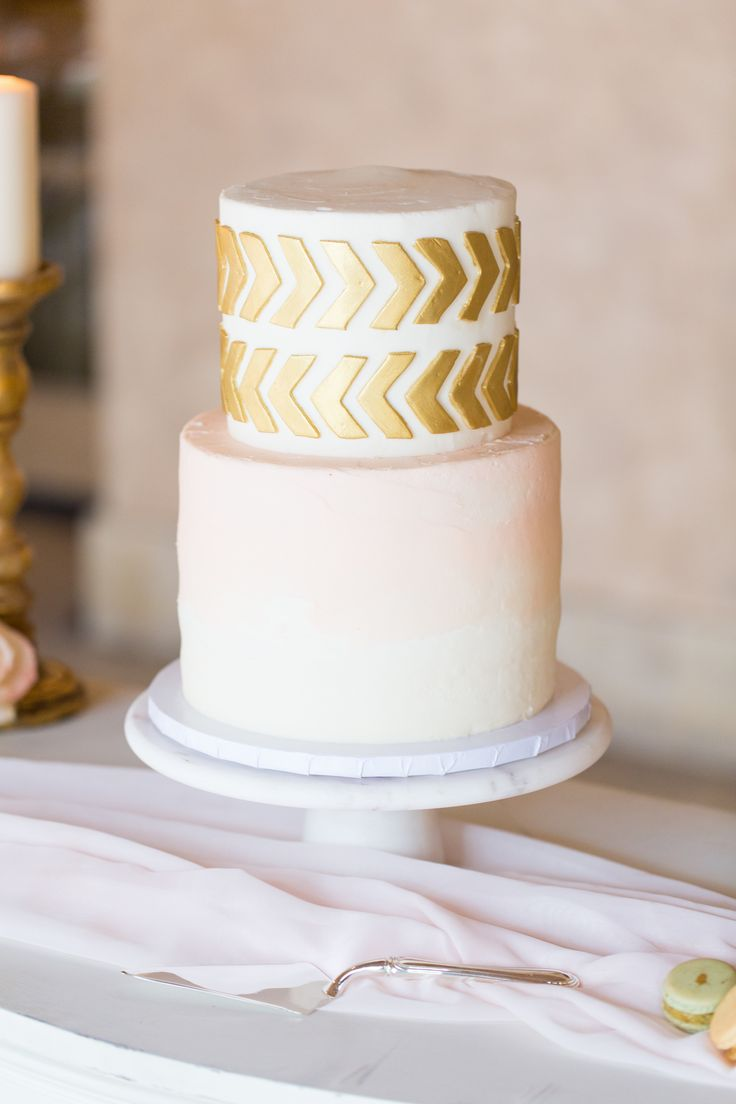 two tier white and gold wedding cake 1303 best images about wedding cakes on gold 21379