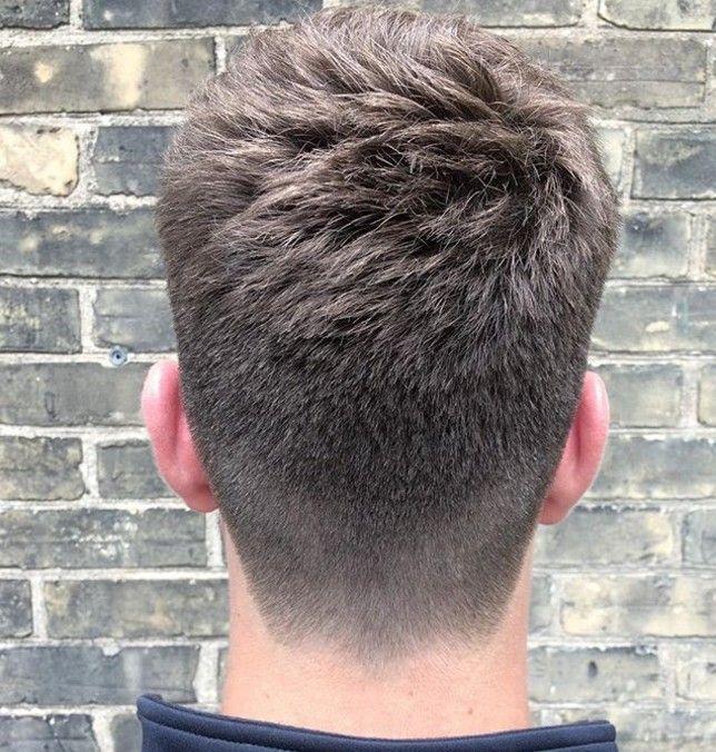 Le Degrade A La Nuque Coupe De Cheveux Homme Coiffure Homme Coiffure Homme Simple Cheveux Masculins