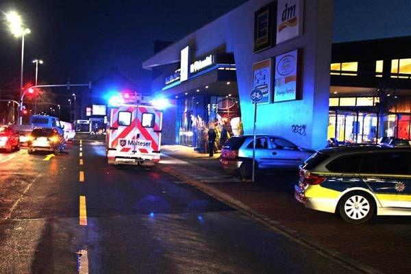 Neudorf Bei Unfall Vor Supermarktwand Geschleudert Dorf Neue Wege Unfall