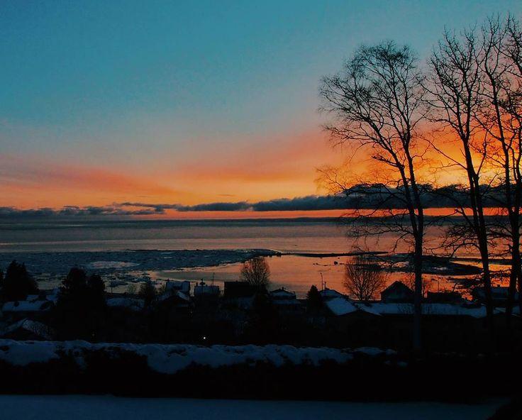 Epic sunrise the other day in La Malbaie. . . . . .  #epic #sunrise #waterandice #ice #epicsunrise #nature #quebec #vscocam #vsco #charlevoix #moncharlevoix #landscape #goodvibes #winter #lamalbaie  #canada by jftremblay00