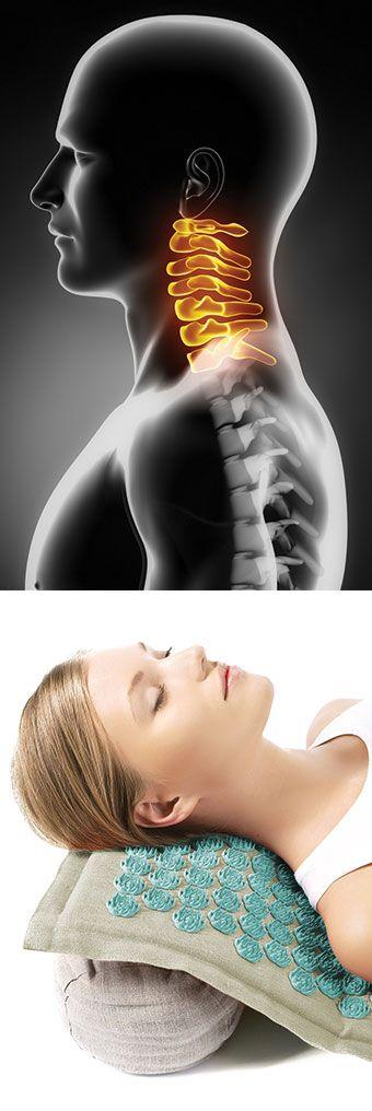 """""""Nackenschmerzen"""" wird als allgemeiner Begriff verwendet um Schmerzen im oberen Rücken, Nacken oder Hals, also in der Halswirbelsäule bis zu den Schultern zu beschreiben."""