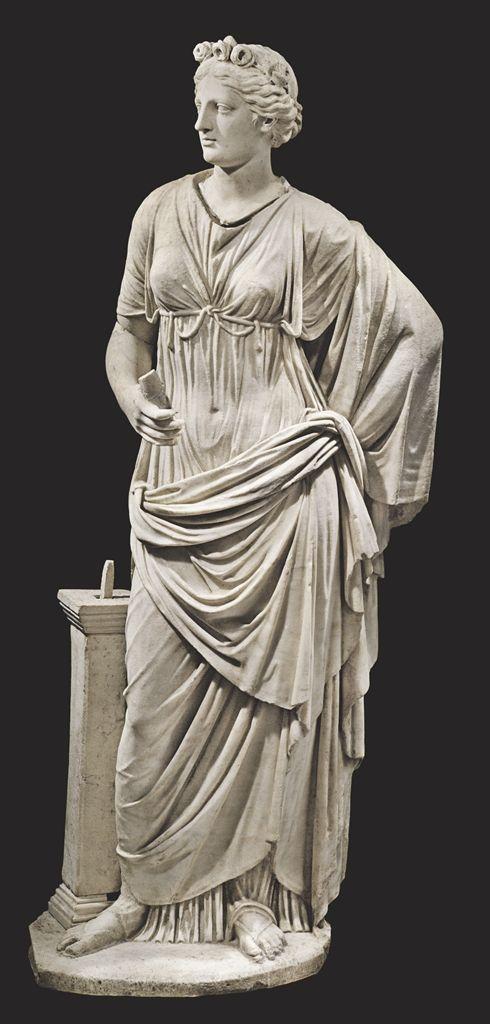 Una mujer romana de mármol,  alrededor de I-II siglo AD