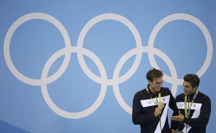 """Gregorio Paltrinieri ha vinto la medaglia d'oro dei 1500 stile libero ai Giochi di Rio de Janeiro. Argento per lo statunitense Conner Jaeger e bronzo per l'italiano Gabriele Detti. Per l'Italia è il sesto oro alle Olimpiadi. Il 21enne originario di Carpi ha nuotato a lungo sotto il record del mondo, sempre in testa, ma ha ceduto solo negli ultimi 100 metri e ha chiuso in 14'34""""57 (sotto il primato di 14'31""""02"""