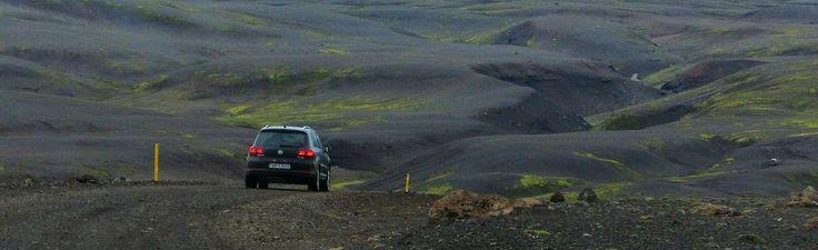 La location de voiture en Islande est un vrai business ! Et pour cause, on peut faire le tour complet de l'île en une semaine ou plus. Le pays se prête parfaitement à un road trip et louer une voiture pas cher en Islande est un peu ce qu'on cherche …
